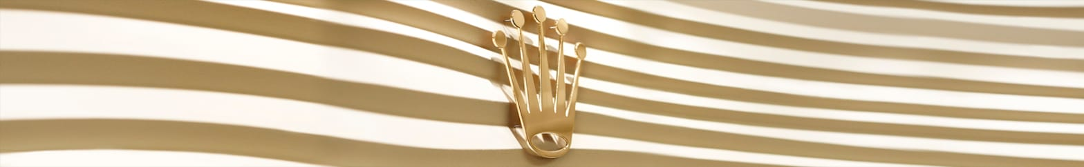 Corona de Rolex con rayas doradas